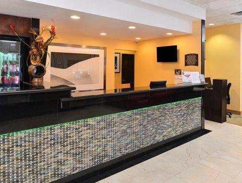 Americas Best Value Inn / I-45 North Houston - Front Desk