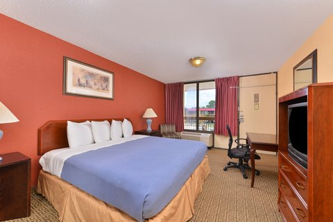 Americas Best Value Inn / I-45 North Houston - One King Bed Kitchenette Suite