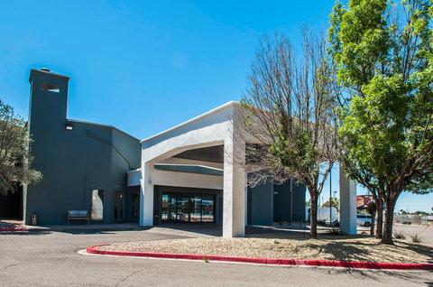 Quality Inn & Suites Albuquerque - Exterior