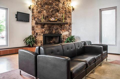 Quality Inn & Suites Albuquerque - Interior