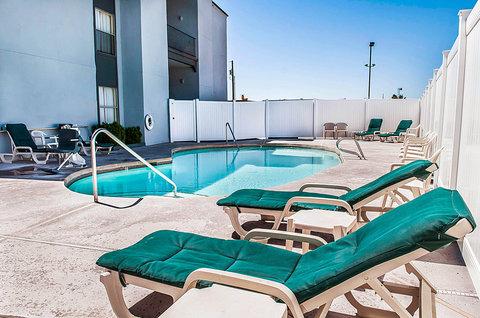 Quality Inn & Suites Albuquerque - Pool