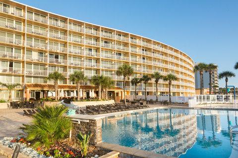 Holiday Inn Resort DAYTONA BEACH OCEANFRONT - Reflection of Resort in Oceanfront Pool