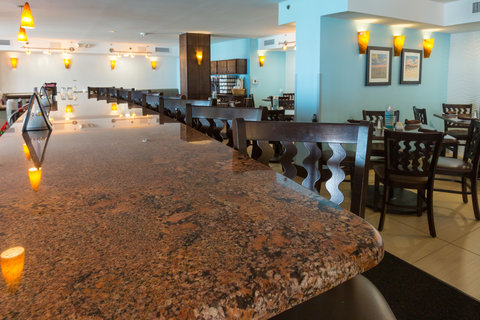 Holiday Inn Resort DAYTONA BEACH OCEANFRONT - Perfect Place to Unwind and Meet Friends