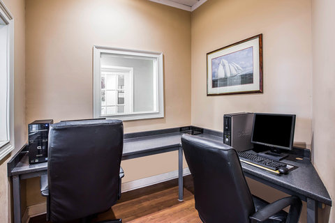Quality Inn & Suites - Computer
