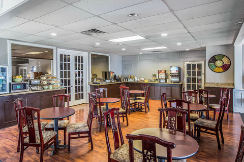 Quality Inn & Suites - Breakfast
