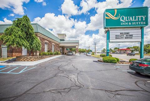 Quality Inn & Suites - Exterior