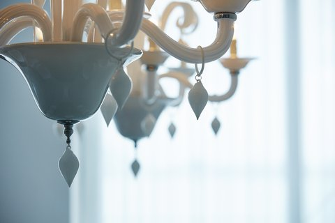 Point Yamu By Como - COMO Suite Chandelier Detail