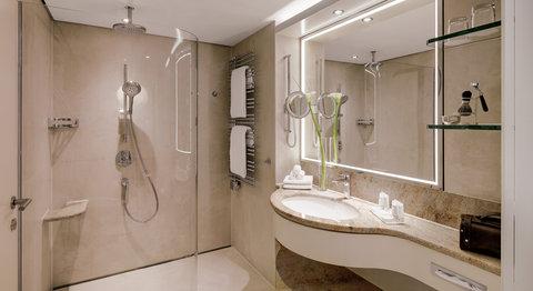 غراند إيليسي هامبورغ - Corner Room bathroom at Grand Elys e Hamburg
