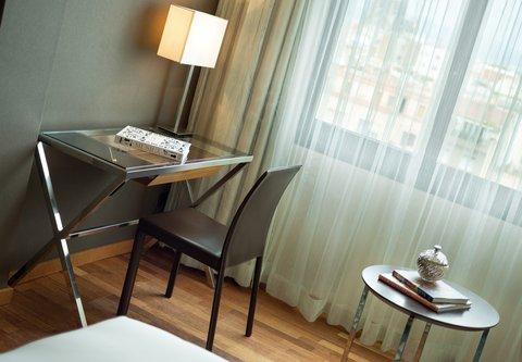 Renaissance Barcelona Hotel - Guest Room Work Desk