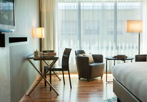 Renaissance Barcelona Hotel - Executive King Guest Room Work Desk