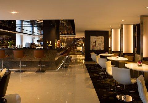 Renaissance Barcelona Hotel - CUIT Restaurant   Lounge Dining Area