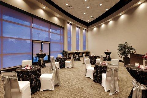 Embassy Suites Springfield - Embassy Suites Springfield Wedding Reception