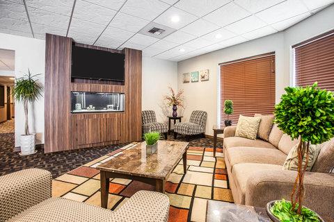Quality Inn & Suites Pacific - Auburn - Interior
