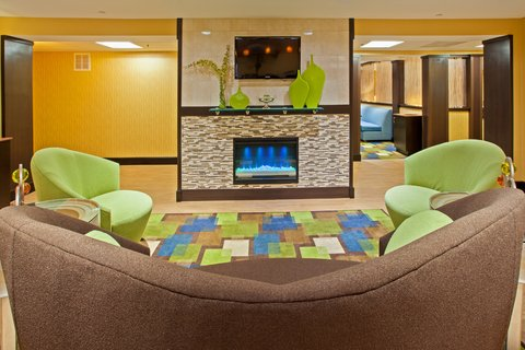 Holiday Inn Express BOWLING GREEN - Relax by the fire in our lounge