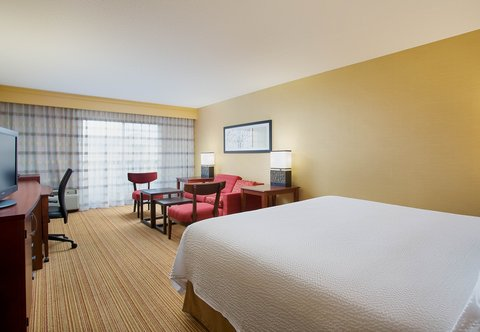 Courtyard Chicago Midway Airport - Extended King Guest Room