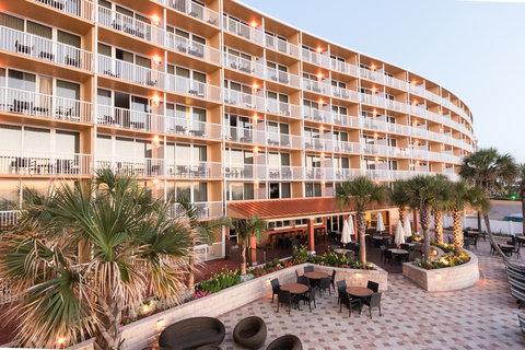 Holiday Inn Resort DAYTONA BEACH OCEANFRONT - Outdoor Dining overlooking the Atlantic Ocean