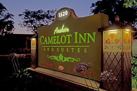 Anaheim Camelot Inn Suites - Sign
