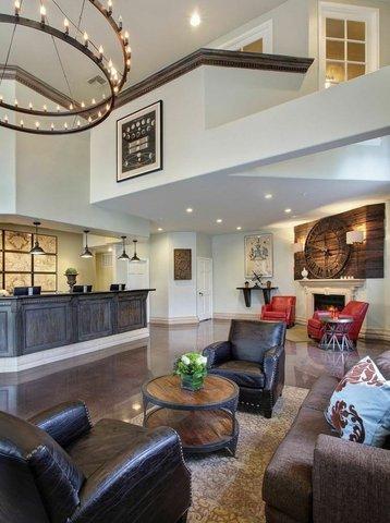 Anaheim Camelot Inn Suites - Lobby
