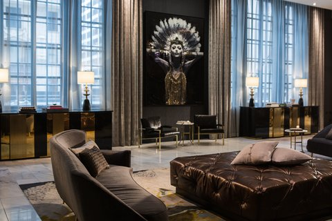 Allegro Chicago A Kimpton Htl - Lobby Lady Lucent