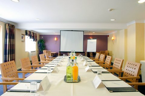 Holiday Inn A55 CHESTER WEST - Clwyd Room set for boardroom meeting