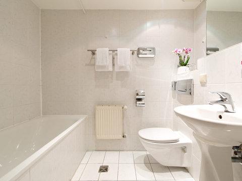 Leonardo Hotel Frankfurt City Center - Bathroom