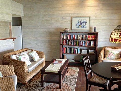 Sea U Guest House - Top Floor Apartment - Living Room