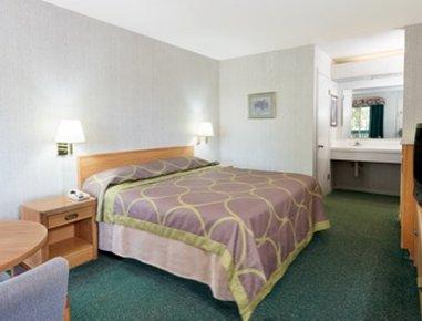 Super 8 Auburn Ca - King Bed Guest Room