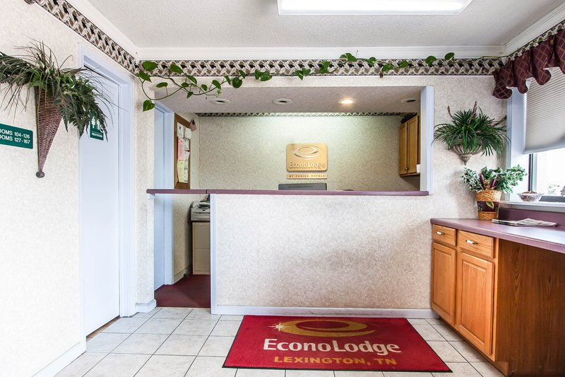 Econo Lodge - Lexington, TN