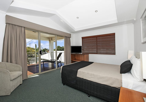 Comfort Inn & Suites Northgate Airport - Guest Room