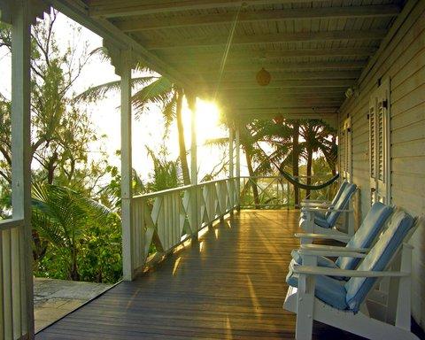 Sea U Guest House - Patio at sunrise