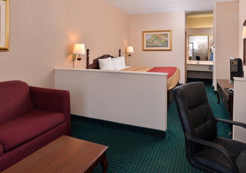 Quality Inn - Canton, MS