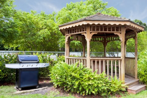 Candlewood Suites FT. LAUDERDALE AIRPORT/CRUISE - Guest Patio