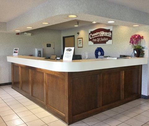 Country Hearth Inn Fulton - Front Desk