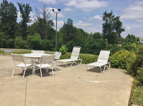Country Hearth Inn Fulton - Patio Chairs