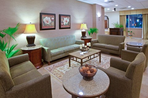 Holiday Inn CHARLOTTESVILLE-UNIV AREA - Hotel Lobby Lounge