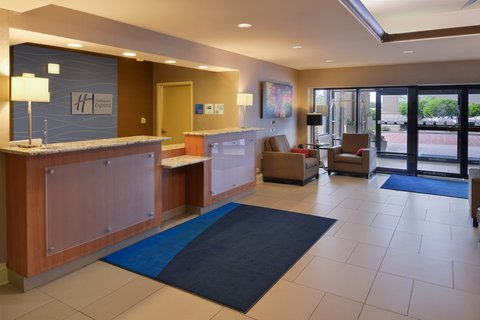 Holiday Inn Express CRESTWOOD - Greet our friendly Crestwood hotel front desk agents