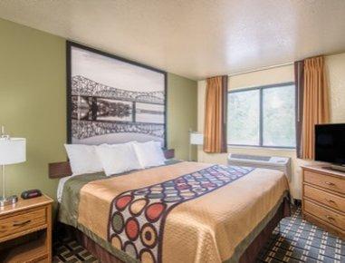Super 8 Wheeling - Standard King Room