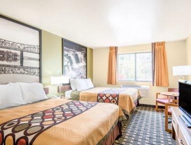 Super 8 Wheeling - Standard Double Queen Room