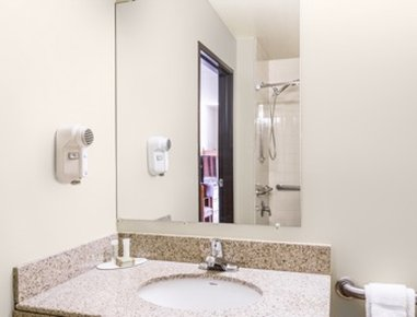Super 8 Wheeling - Bathroom