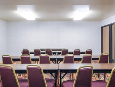 Super 8 Wheeling - Meeting Room