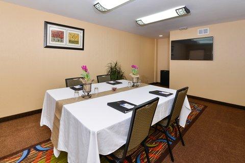 BEST WESTERN PLUS Fresno Airport Hotel - Meeting Room Facilities