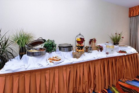 BEST WESTERN PLUS Fresno Airport Hotel - We can cater to your needs