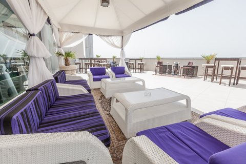 فندق هوليدي ان البرشا - Relax in our Xennya Terrace Hubbly Bubbly Bar