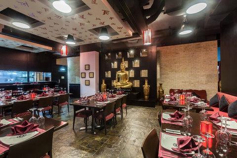 فندق هوليدي ان البرشا - Enjoy authentic Thai cuisine at The Royal Budha