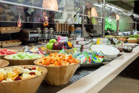 فندق هوليدي ان البرشا - Enjoy a lavish buffet breakfast at The Gem Garden