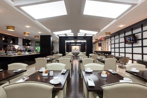 فندق هوليدي ان البرشا - Enjoy international cuisine at The Gem Garden