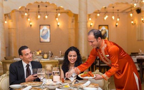 فندق هوليدي ان البرشا - Enjoy Gharana signature dishes on every occasion
