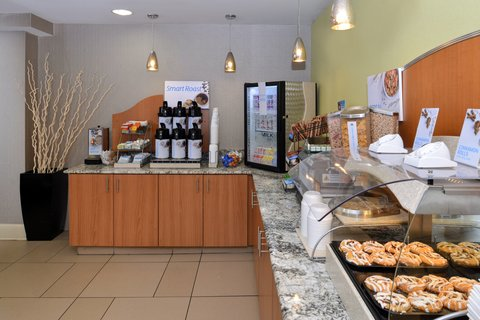 Holiday Inn Express CRESTWOOD - Enjoy a complimentary breakfast daily