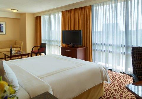 Atlanta Marriott Century Center/Emory Area - Executive King Guest Room - Sleeping Area