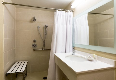 SpringHill Suites by Marriott Austin South - Accessible Suite Bathroom